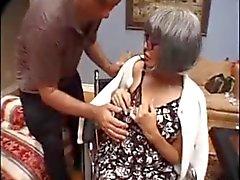Oma vindt het heerlijk om hoeren