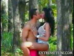 Sexo anal quente na floresta