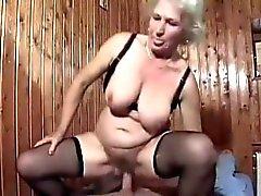 Blondin Bertha mormor Gets benstomme