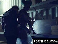 PORNFIDELITY Punk Неряха Sydnee Замкнутый сексуальную куклу Доставка сперма в жопе