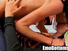 D'Emo twink Miles orgueil prise un robinet dans sa gueule