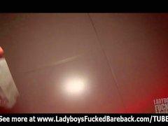 Dünne Ladyboy Ally bekommt ihren Arsch Gebohrt