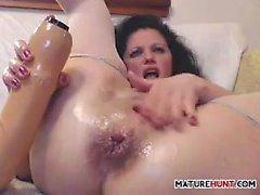Mature Slut Fisting Herself And Masturbating