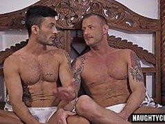Big Dick Homosexueller Bareback mit Gesichtsbehandlung