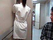 Asiatisk sexig sjuksköterska blir kåt friktion