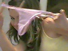 Emilie 18 ans jouant de culotte verte