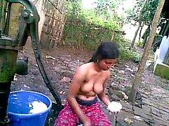 Bengalese di Desi di paese spudorato cugino di Nupur balneazione esterna