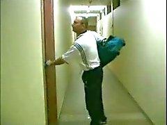 Franse milf gegangbanged in kleedkamer