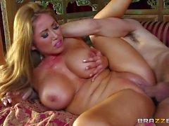Hot Babe und Yummy Mummy teilen sich einen riesigen Fick-Stick