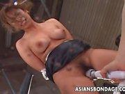 Asian Babe wird zu ihrem Vergnügen Vakuum simuliert