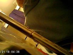 Teen in Bagno in Spycam ( bel sedere )
