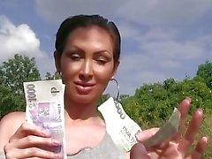 PublicAgent Stranded Auzzie mit großen Titten fickt für Geld