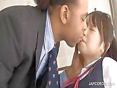 Asiatische Schülerin das erhält Fotze eingerieben