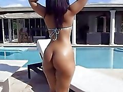 Ava has a big nice butt that she twerks