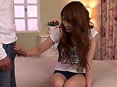 Rika Aiba surpreende com seu bichano apertado e ass