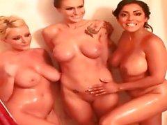София Ди Getting мокрые с 2 Sluts