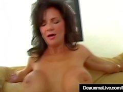 Mogna Mamma Deauxma sprider ben för Boy Toy Anal Fucking!