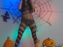 Грязные ведьмы Stripteasing дальше веб-камера - больше в