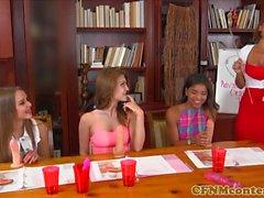 CFNM sexteacher lanet öğrencileri talimat