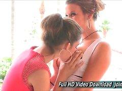 A Kelsey Y miel FTV Monstruos la muchacha