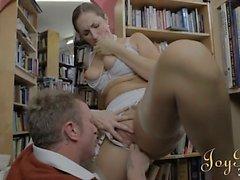 Горячая девушки книжным червем просверлены хардкор в библиотеку