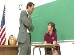 reizende Brunette Teen sich von ihr geilen prof fickte