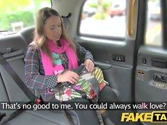Gefälschte Taxi Euro Mädchen mit Rock harten Schwanz vor Gesicht gefickt