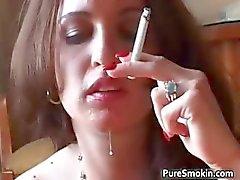Britney Holzstrahlen Raucher dampf oralen Sex