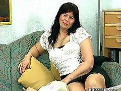 Cheveux noirs mûrs salope Belle Femmes Rondes reçoit elle