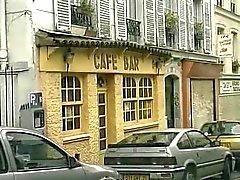 hete dubbele penetratie in een Frans cafe