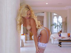 Carmen Caliente s masturbation instruction video