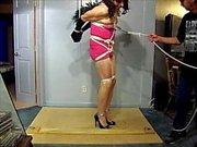 Amarrado que está no vestido rosa apertado 2