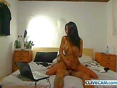 Gros seins de brune Enfoncer la Dans la webcam