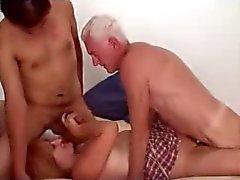Coppie mature con il vicino ragazzo