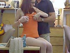 Des filles amateur voyeur accoupler dans un lieu public
