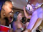 Flicka knullas efter att ha kuk