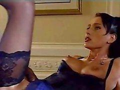 brunette in lingerie neemt een zwarte pik in kont anale troia neemt harde pik in de kont helemaal tieten