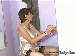 Big Tits English con suocera succhia cazzo a Gloryhole