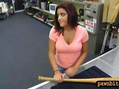 Grossa tits venditrice di lei baseball bat e si fa scopare