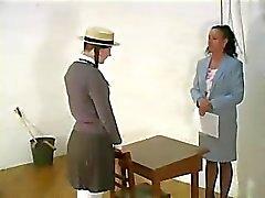 Pigtail Schoolmeisje gestraft