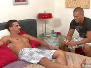 Hyvännäköinen gay Bobby Clarkin pääsee anaalisesti jyskytti sekä cummed kiimainen Jeremy