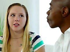 atractivo rubia de adolescente necesita de la BBC