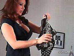 Puma bisex condivisione di dildo doppio in Culo in asino scena di