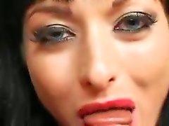 Horny Vampir kız gets
