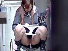 Asya ho squats işemek için