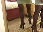 Mature kurvenreichen Lady in festen Rockes -Streifen und quält