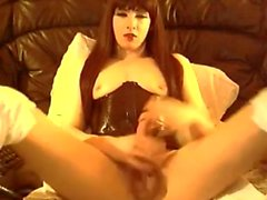 Reizvolle Schlampe In der Latex Strokes Big Cock On Cam