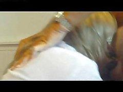 Livia Corell saugt einen harten Schwanz und ißt Ficksahne