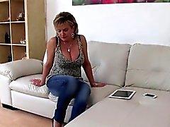 Unfaithful british maduras branquias ellis presenta su enorme titti