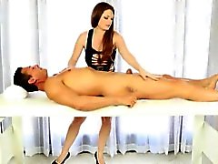 Spreng Masseur von Allison Moores Blowjobs und facialized